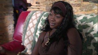 Agathe est une belle black très svelte à la poitrine généreuse qui est venue nous...
