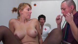 Fist anal et sodomie pour Alix Files chez son gynécologue