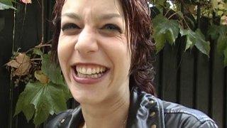 Eliska, 22 ans, accepte de s'illustrer pour un reportage sur la sexualité )