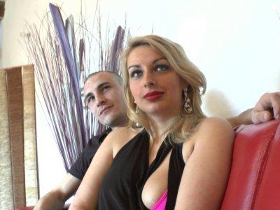 Tatiana et Nico sont deux jeunes débutants. La jeune femme a tout pour plaire lo