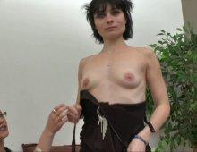 220x170 135 - Dépucelage anal pour Mandy, ancienne amatrice porno sur le retour.