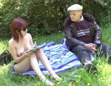 220x170 248 - Entre Lisa et Papy c'est partie de baise dans les herbes folles!