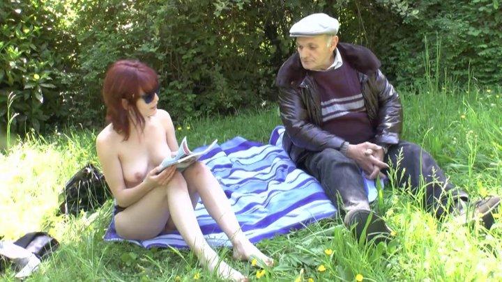 720x405 248 - Entre Lisa et Papy c'est partie de baise dans les herbes folles!