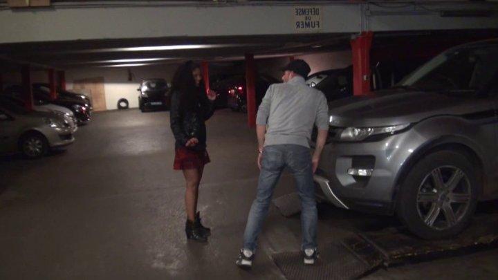 720x405 106 - Une jeune Antillaise délurée baisée à l'arrache dans un parking de Paris!