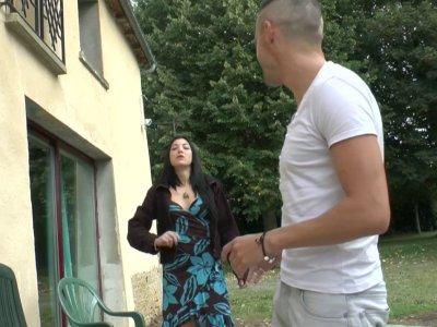 Candice a reçu la visite impromptue de Vince et Coralie. Après une petit café en