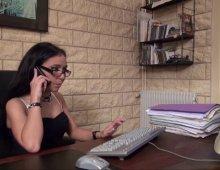220x170 22 - Gwenanie est certainement la secrétaire la plus salope du quartier!