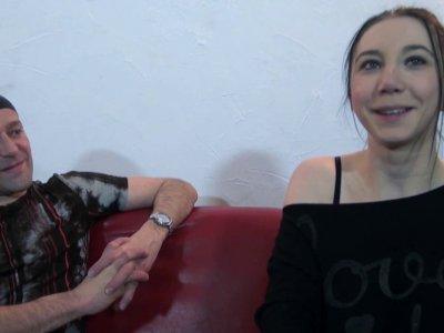 La jeune et jolie Lily a répondu à l'appel de Max pour une vidéo très hot! A 24