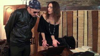 Jouissance anale et cul barbouillé de sperme chaud pour Gabriela Quetzal