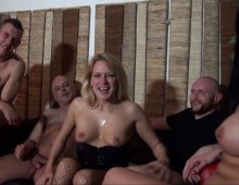 220x170 1038 - Gang-bang et double vaginale pour une maman belge très vorace!