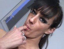 220x170 13 - Samia, 31 ans, nous offre une baise façon sextape avec Max!