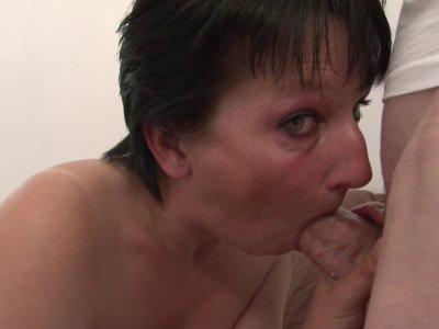 Lucie est une maman de 37 ans. Devenue libertine suite à sa séparation, elle a e
