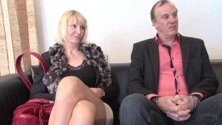 Couple mature libertin de Normandie passe un casting dans la maison du sexe