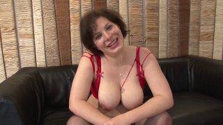 Une leçon de sexe hard pour une amatrice à gros seins et gros cul