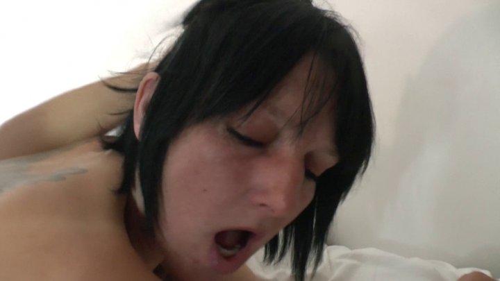 , Lucie, bonne cougar à gros seins se fait baiser comme une chienne!, Sexe Friend