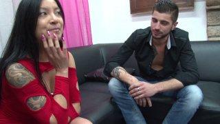 Hellsya, une jolie asiatique au corps de rêve retrouve son coloc complètement bourré...