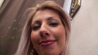 Blonde d'origine italienne très gourmande dans tous les sens du terme
