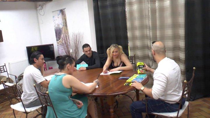 720x405 3 - Melissa et Julie assistent à un cours de rattrapage particulièrement orgasmique !
