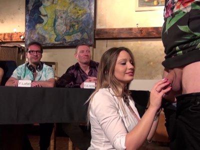 Le jury de Baise avec les Pornstars reçoit un drôle de phénomène qui rêve de dev