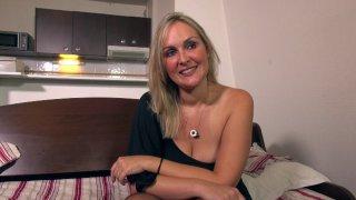 Infirmière à Bordeaux, Tara tourne son premier film de cul à 36 ans