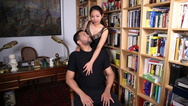 720x405 4719 - Jolie asiatique, serveuse le jour, escort la nuit !