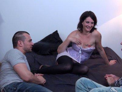 Eva est en galère de thune et son mari refuse de lui laisser des sous pour aller