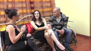 Notre jolie couple du jour est libertin. La belle Lana, sublime brunette à gros seins...