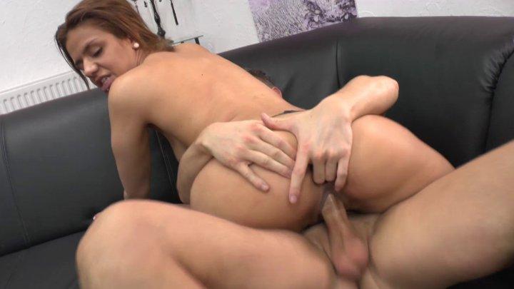 Jolie pétasse au cul sexy