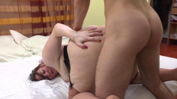 Femme ronde aux grosses fesses