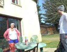 220x170 12 - Une maman nympho se fait fister par le coach sportif.