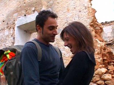 Visite de ruines avec Laura, une jolie petite brune bien cochonne! On rencontre
