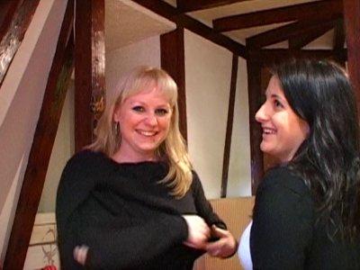 On accueille Lavandra, jolie blonde de 25 ans, et Myriam, belle brunette du même