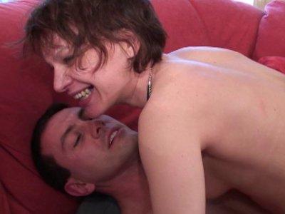 Dans notre version «à la recherche de la nouvelle star du porno amateur françai
