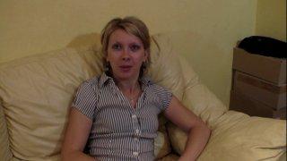 Emilie nous a été recommandée par un ami commun et on l'en remercie! La jeune blonde...