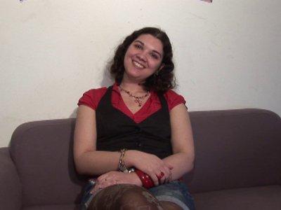 Lise est une jeune femme qui vient de Caen tout spécialement pour tenter l'avent