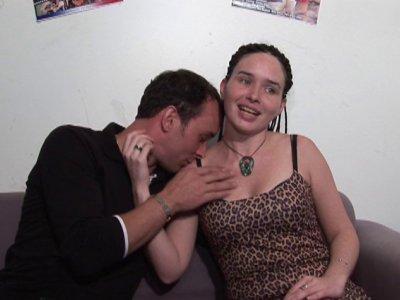 Rachel, qui fait du porno depuis quelques temps, vient nous rendre visite en com