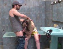 220x170 286 - Marion appel le plombier pour un grand moment dans la salle de bain