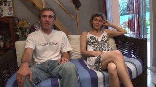 Louna et son amant ont rendez vous avec Philippe pour un petit casting. Louna aimerait...