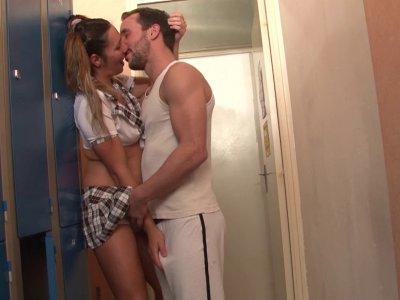 Après le cours de gym, rien de tel qu'une bonne séance de baise avec la meilleur