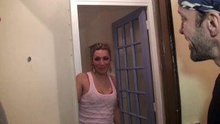 Keyra, 27 ans, coiffeuse de métier et surtout belle petite blonde à petits seins,...
