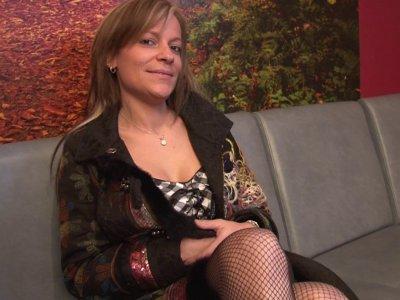 Alicia se rend chez Philippe pour un casting car elle veut trouver du plaisir à