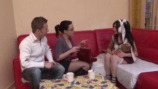 Candice et Rick se baladent lorsqu'ils rencontrent une charmante Japonaise en visite...