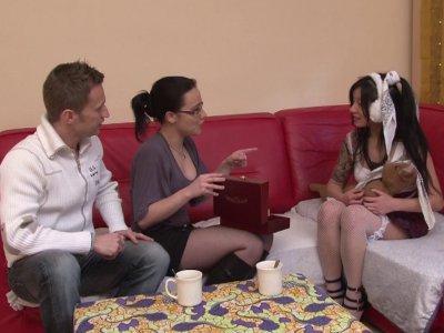 Candice et Rick se baladent lorsqu'ils rencontrent une charmante Japonaise en vi