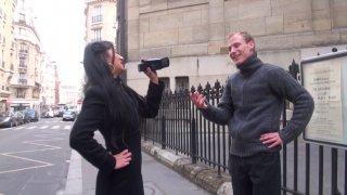 Dans notre petite télé réalité voici Hellsya, qui cherche un jeune inconnu pour l'allumer...