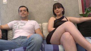Sébastien se présente avec sa meuf à un casting de film porno amateur