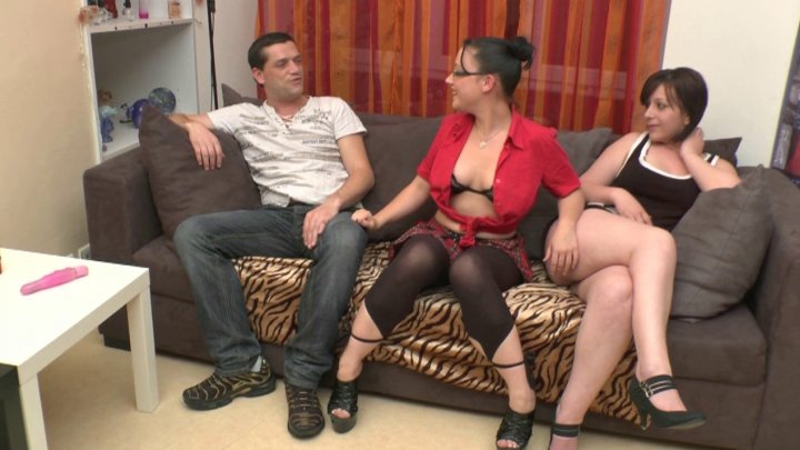 Nudeinfrance – Cassandra (Anal Fisting Initiation For Kadisha And Her Tight Asshole)