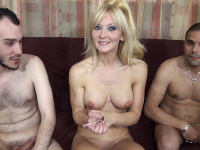 Max Casanova a rendez vous avec Ambre Délice, une superbe blonde très coquine qu