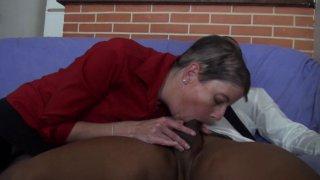 Sylvia, une mature de 41 ans libertine qui adore le sexe