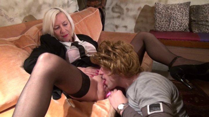 720x405 549 - Une cougar se fait copieusement sodomiser par son homme à tout faire!